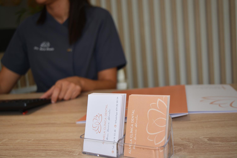 tarjetas-visita-Almela-clinica-dental